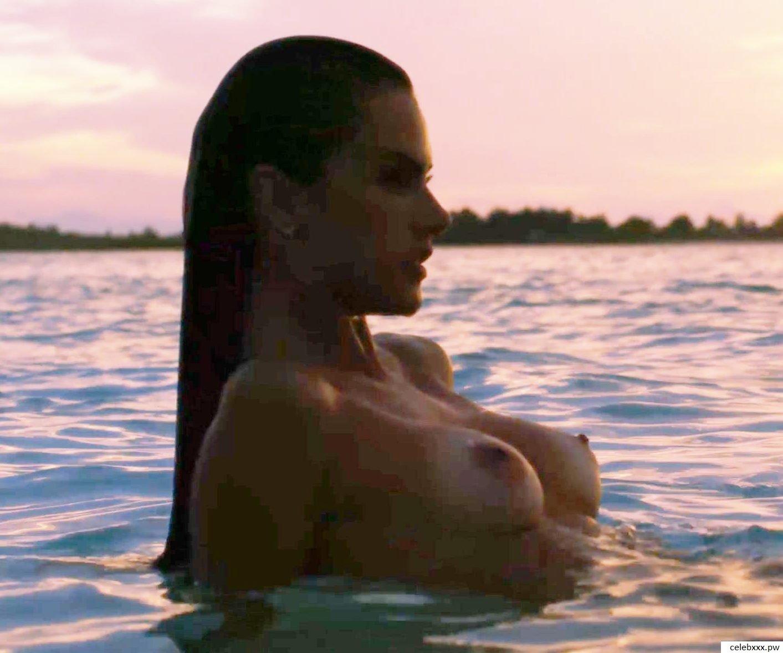 Alessandra Ambrosio nude-4