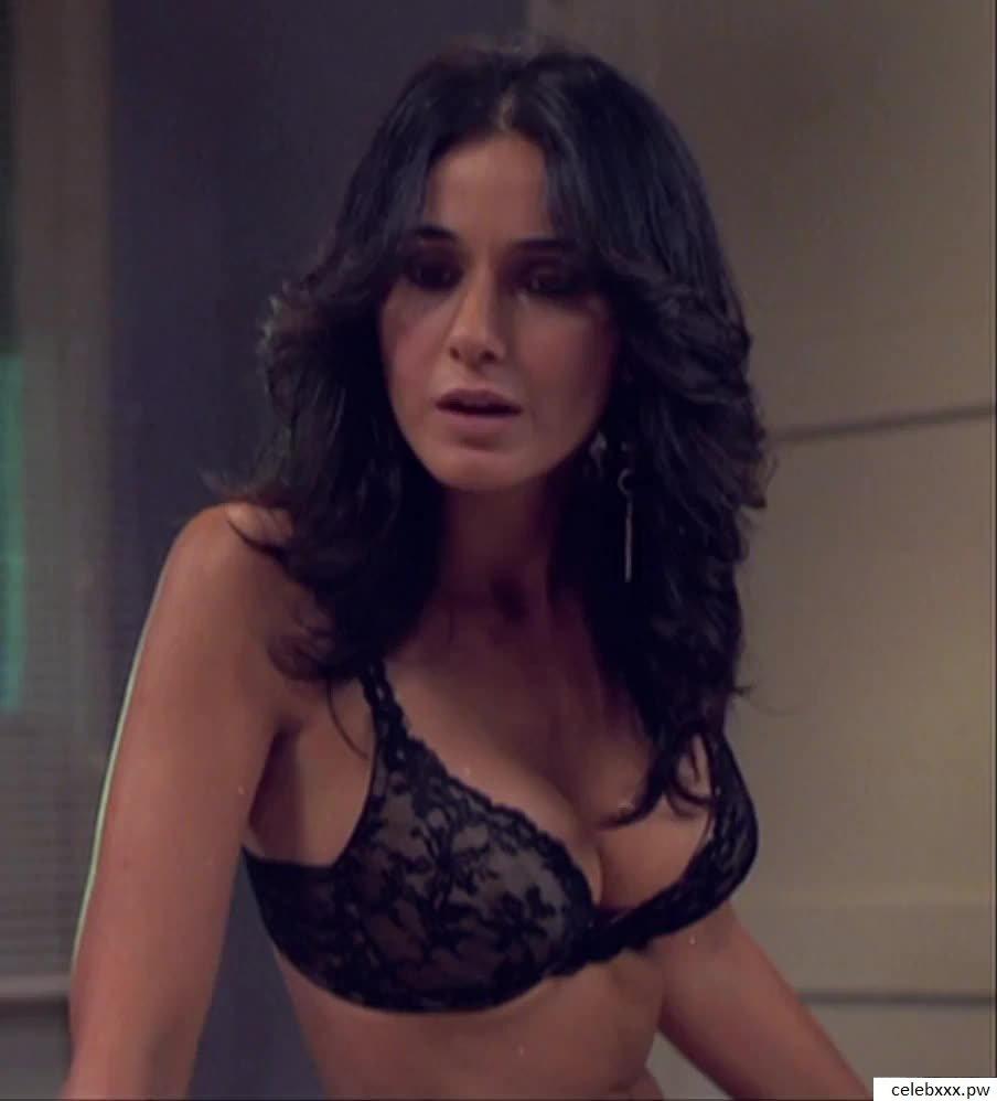Emmanuelle Chriqui nude2