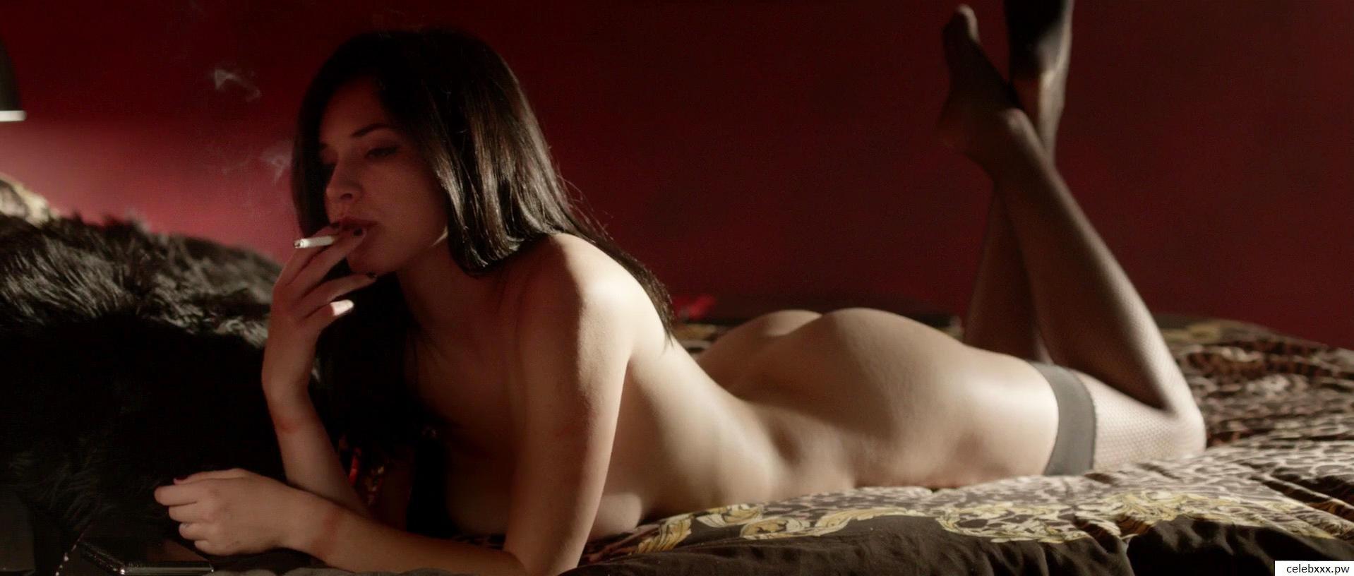 Alexis-Knapp-hot